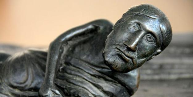 Bernwardstür – Hildesheimer Dom, Detail einer der vollplastischen Figuren. Foto: Michael Hammers Studios