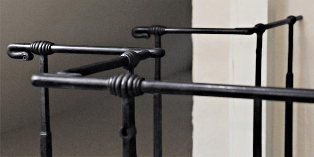 Geländer aus Michael Hammers' Schmiede Aachen. Hier lebt noch die große handwerkliche Tradition, in der ausschließlich die reinen und ursprünglichen Techniken angewendet werden. Foto: Michael Hammers Studios