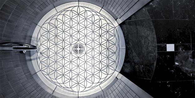 Duschboden als Edelstahlmosaik aus Michael Hammers' Schmiede Aachen. Individuelles Design, präzise Planung, perfekte Verarbeitung. Foto: Michael Hammers Studios