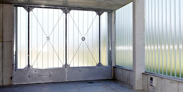 Gerätehalle - Stahl- und Metallbau aus Michael Hammers' Schmiede Aachen. Klares technisches Design, perfekte Planung, passgenaue Verarbeitung. Foto: Hartmut Schwarzbach