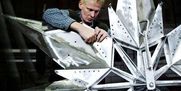 Die Metallkonstruktion von Michael Hammers' Swarovski Star für den Rockefeller Center Christmas Tree wurde in seiner Schmiede Aachen gefertigt. Foto: Michael Hammers Studios