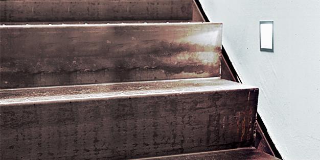 Stahltreppe aus Michael Hammers' Schmiede Aachen. Individuelles Design, klare Linienführung, präzise Verarbeitung: perfekter Stahl- und Metallbau. Foto: Michael Hammers Studios