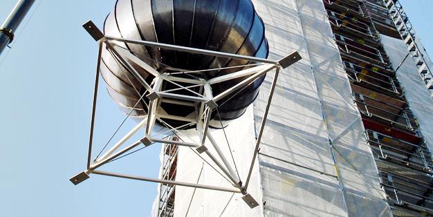 Turmbekrönung Stadtkirche Solingen, Stahl- und Metallbau aus Michael Hammers' Schmiede Aachen. Zertifiziert, fachkompetent, perfekt. Foto: Michael Hammers Studios