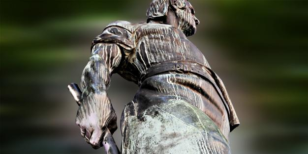 """Schmiede Aachen - Grafik mit einem Fußdetail der Bronzeskulptur des Bildhauers Carl Burger von 1909 """"Wehrhafter Schmied von Aachen"""". Grafik: Michael Hammers"""