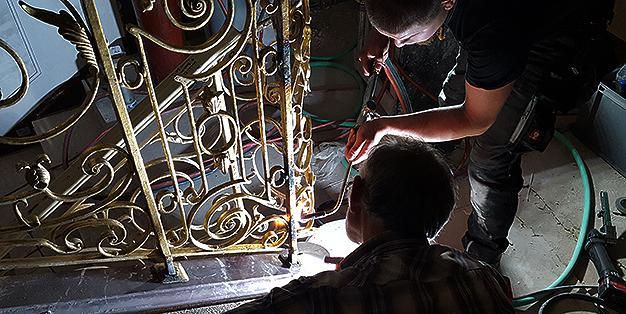 Schmiedearbeiten in der Staatsoper Unter Linden  © Michael Hammers