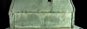 Bleisarg der Reliquien der hl. Corona aus dem 11. Jahrhundert, Aachener Dom, Nikolauskapelle. Zustand vor der Überführung der Särge vom Dom in das Centre Charlemagne im Rahmen des Karlsjahres 2014. © Michael Hammers