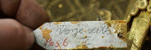 Michael Hammers - Schmiede Aachen,Staatsoper Unter den Linden,Berlin, ein historischer Inventaranhänger eines der zu restaurierenden Gitter, 20.01.2016. Foto: MHS/Paul Fürst
